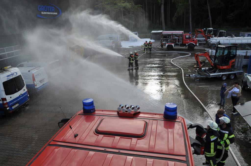 Feuerwehrübung Freiwillige Feuerwehr Neuenkirchen Bramsche bei Elektrotechnik Grüter